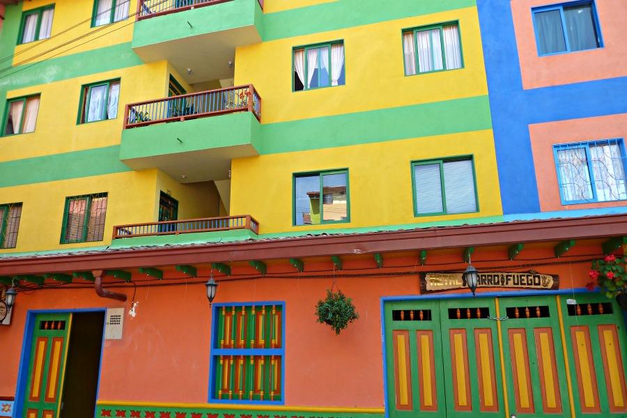 Colombia in kleur - geel - Guatapé