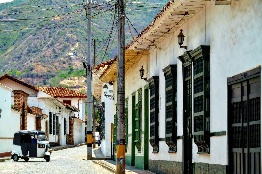 Colombia in kleur - wit - Santa Fe de Antioquia