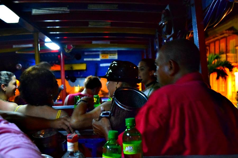 Party in een Colombiaanse chiva