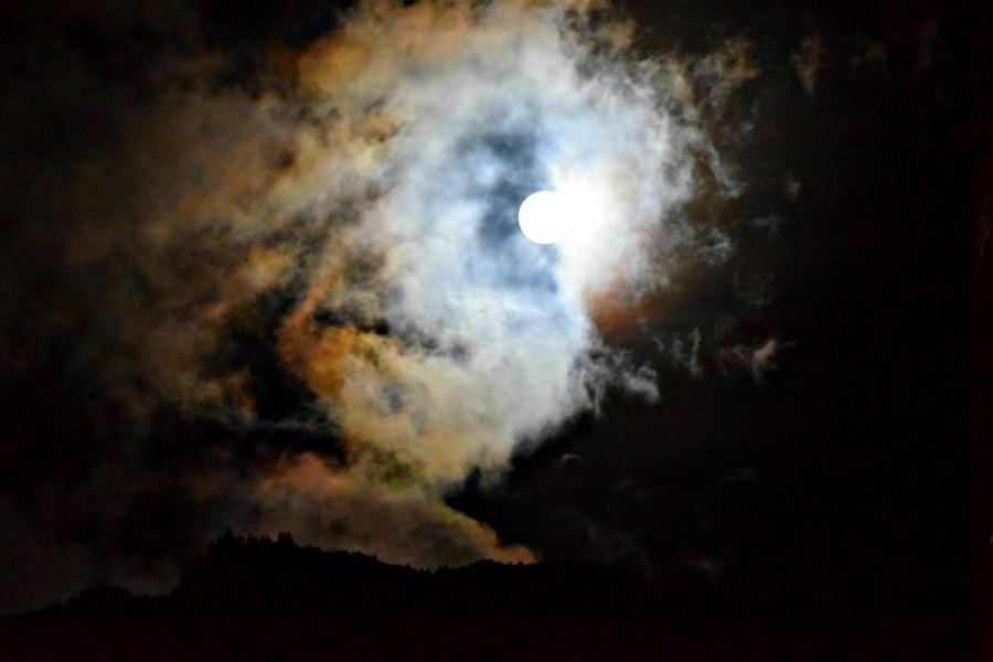 Volle maan in Bogota
