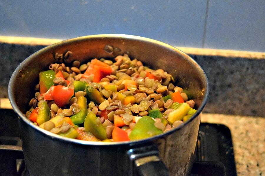 Linzen met paprika en tomaat