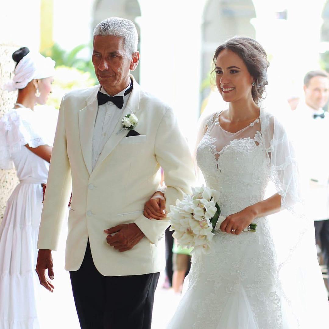 Colombiaanse bruiloft: de bruid en haar vader