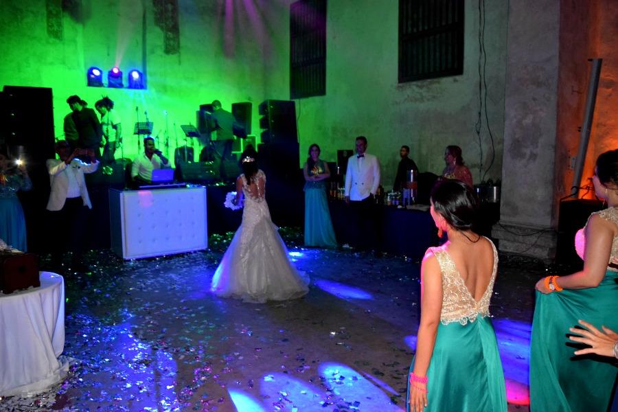 Een Colombiaanse bruiloft: het bruidsboeket gooien