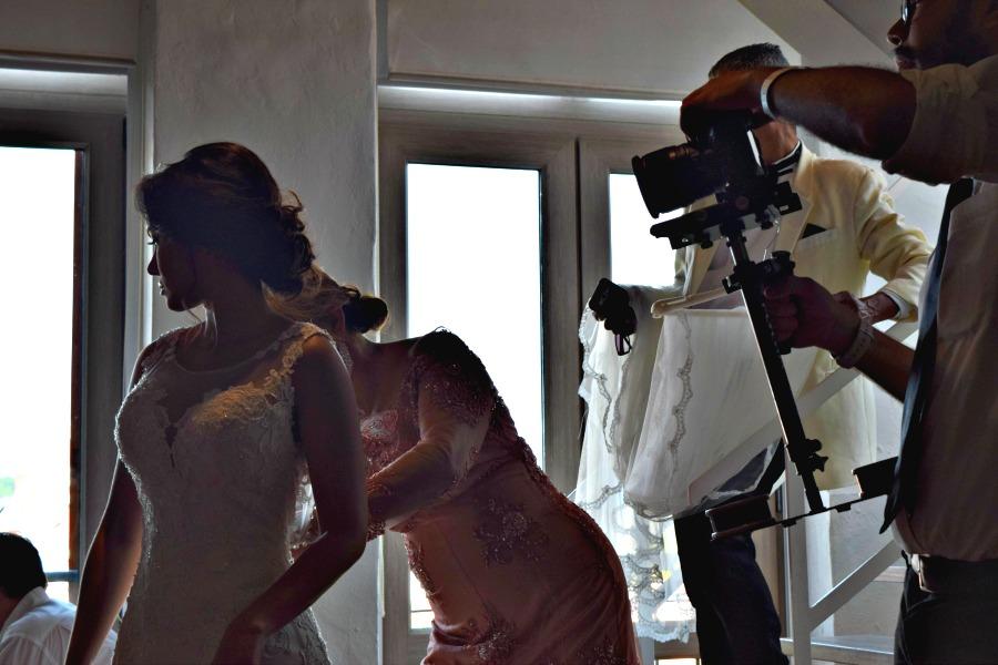 Colombiaanse bruiloft - de bruid met haar moeder