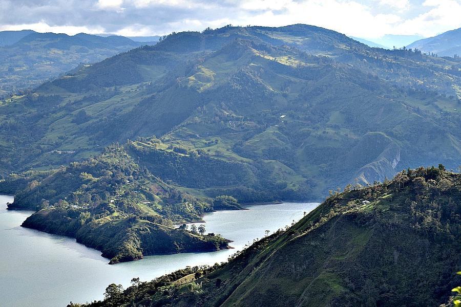 Het meer van Guavio - Colombia buiten de gebaande paden