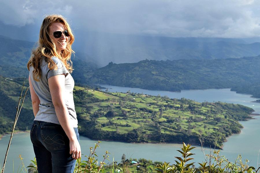 Ik bij het meer van Guavio in Colombia