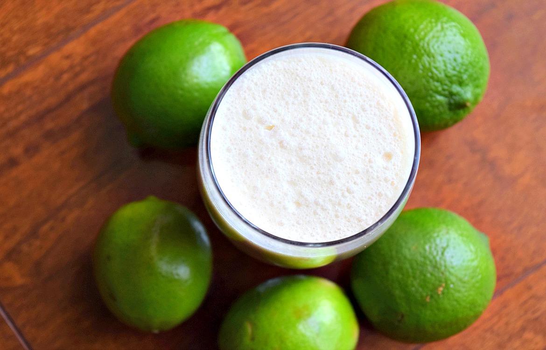 Zomerdrankje limoensap met kokos