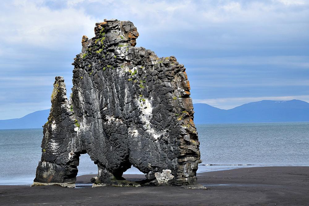 IJsland - Hvítserkur - de drinkende draak