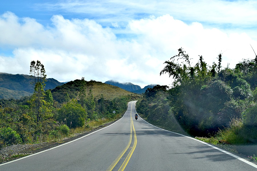 Een auto huren in Colombia - de route naar Guavio