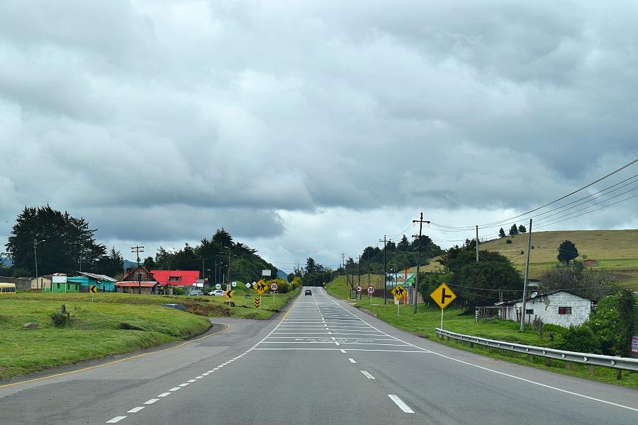 Een auto huren in Colombia - tolweg