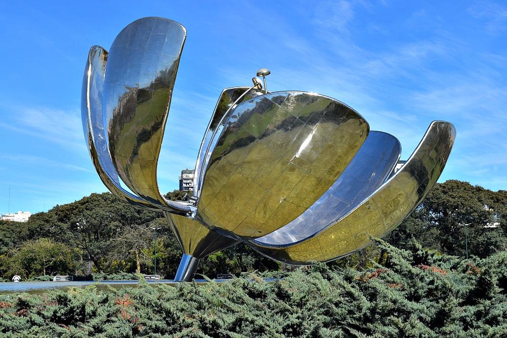 Parken Buenos Aires - PLaza de las Naciones Unidas y Floralis Genérica