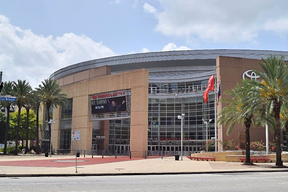 Overstap in Houston - Toyota Center