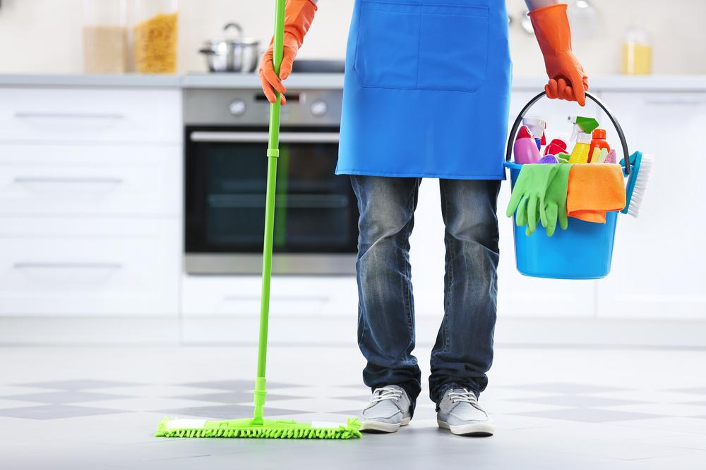 Schoonmaakster in huis