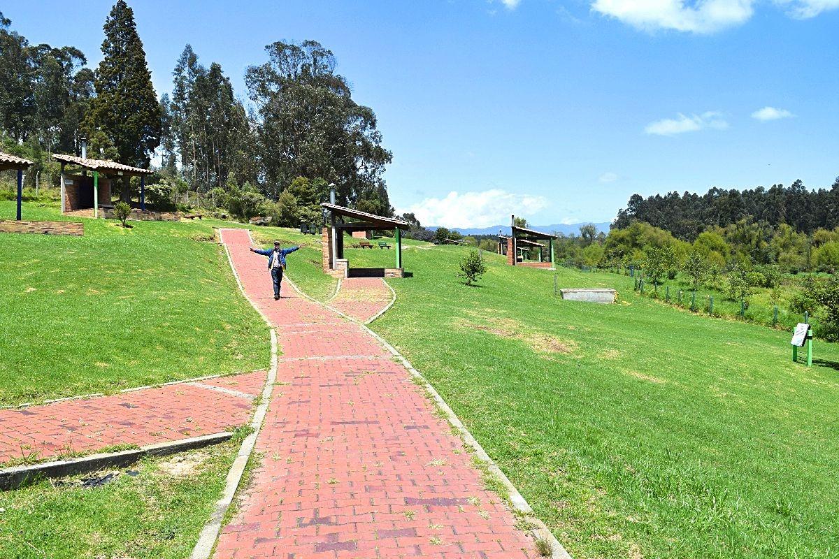 Ouders op bezoek in Colombia - Parque Puente Sopó