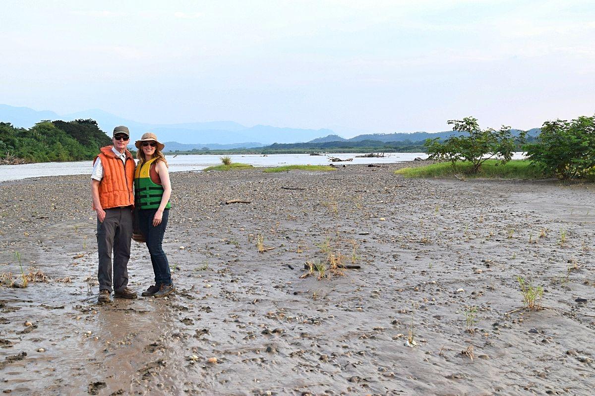 Ouders op bezoek in Colombia - over de Río Magdalena