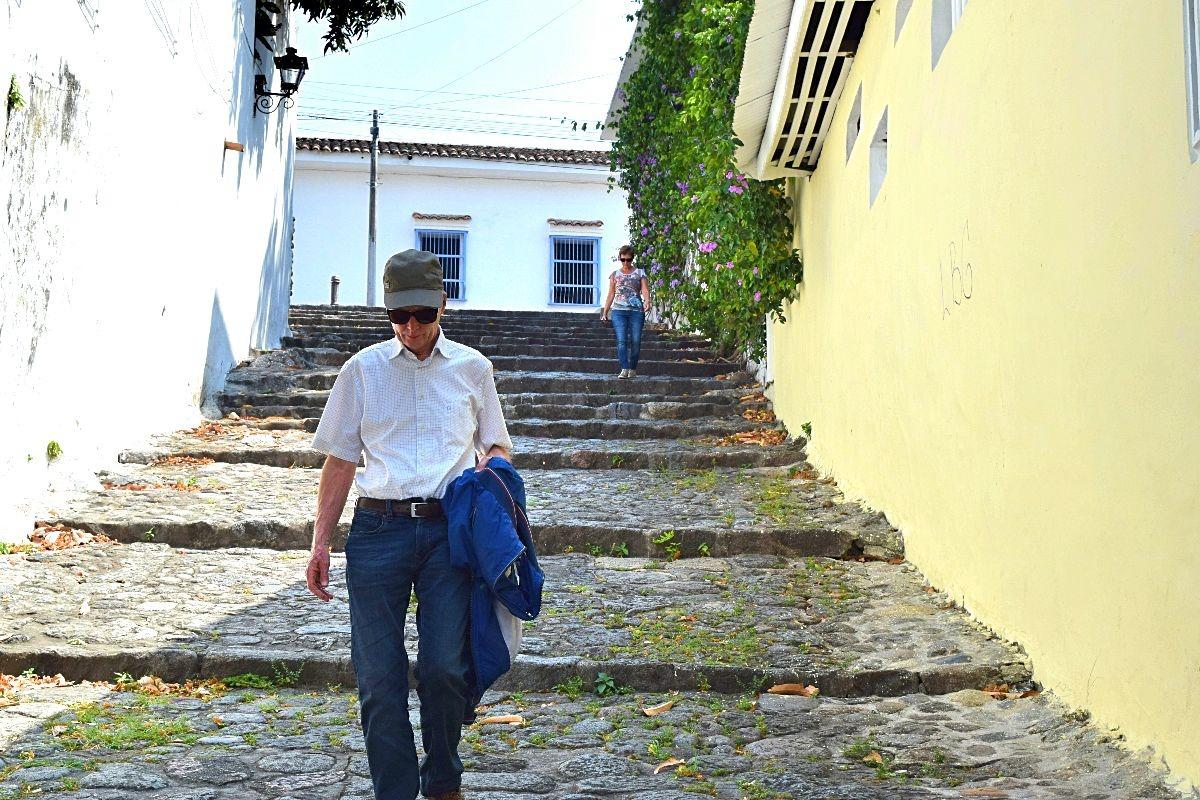 Ouders op bezoek in Colombia - wandelen door Honda