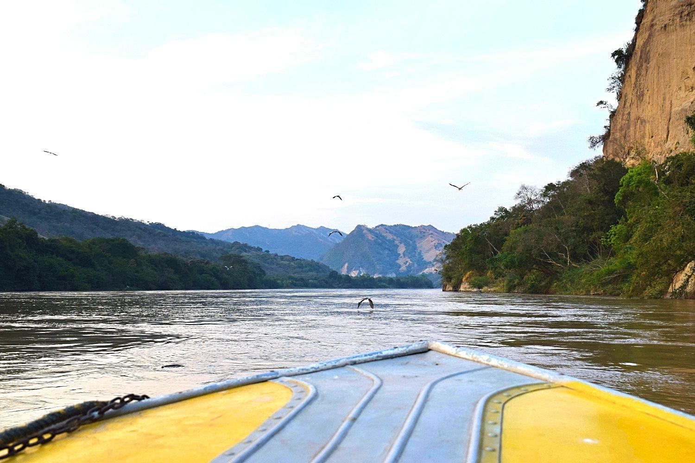 Varen over de Río Magdalena Colombia - featured
