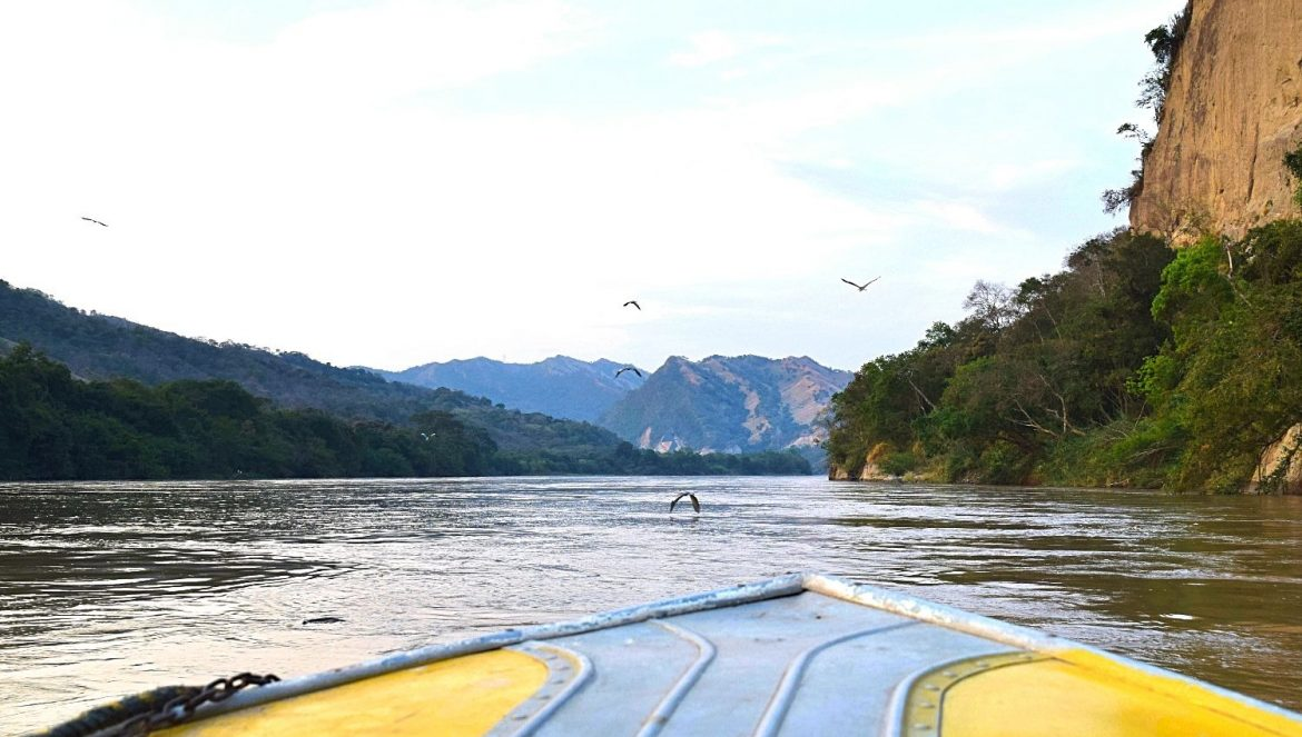 Varen over de Río Magdalena Colombia - featured