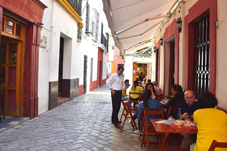 Wandel door historisch centrum Sevilla Spanje