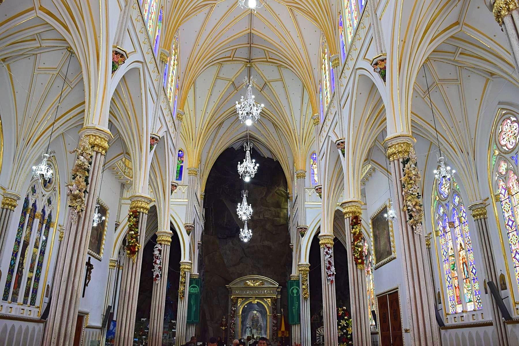 Kerk Las Lajas Ipiales Colombia binnenkant