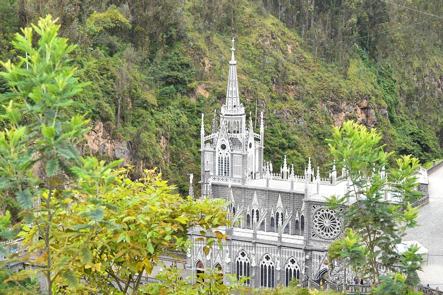 Kerk Las Lajas in Ipiales Colombia grens Ecuador 5