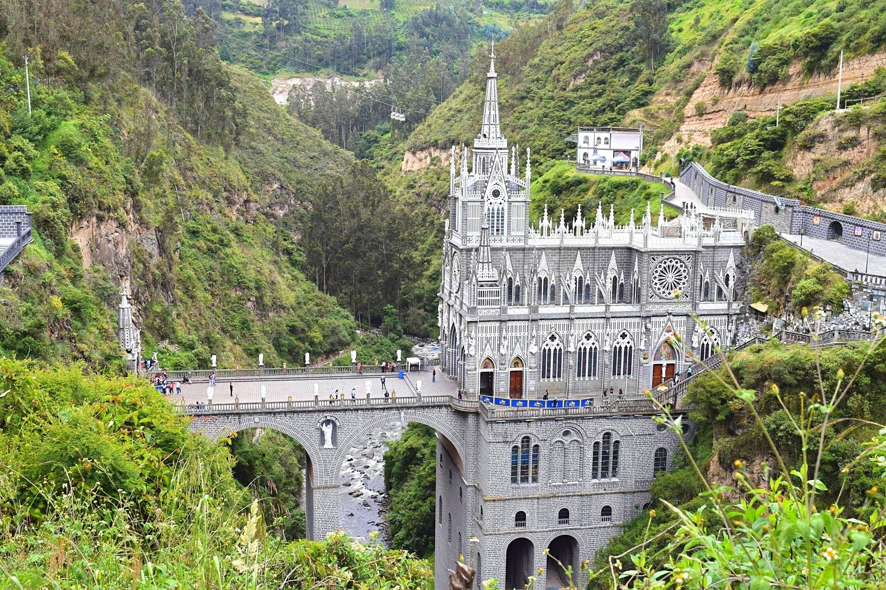 Kerk Las Lajas in Ipiales Colombia grens Ecuador 6