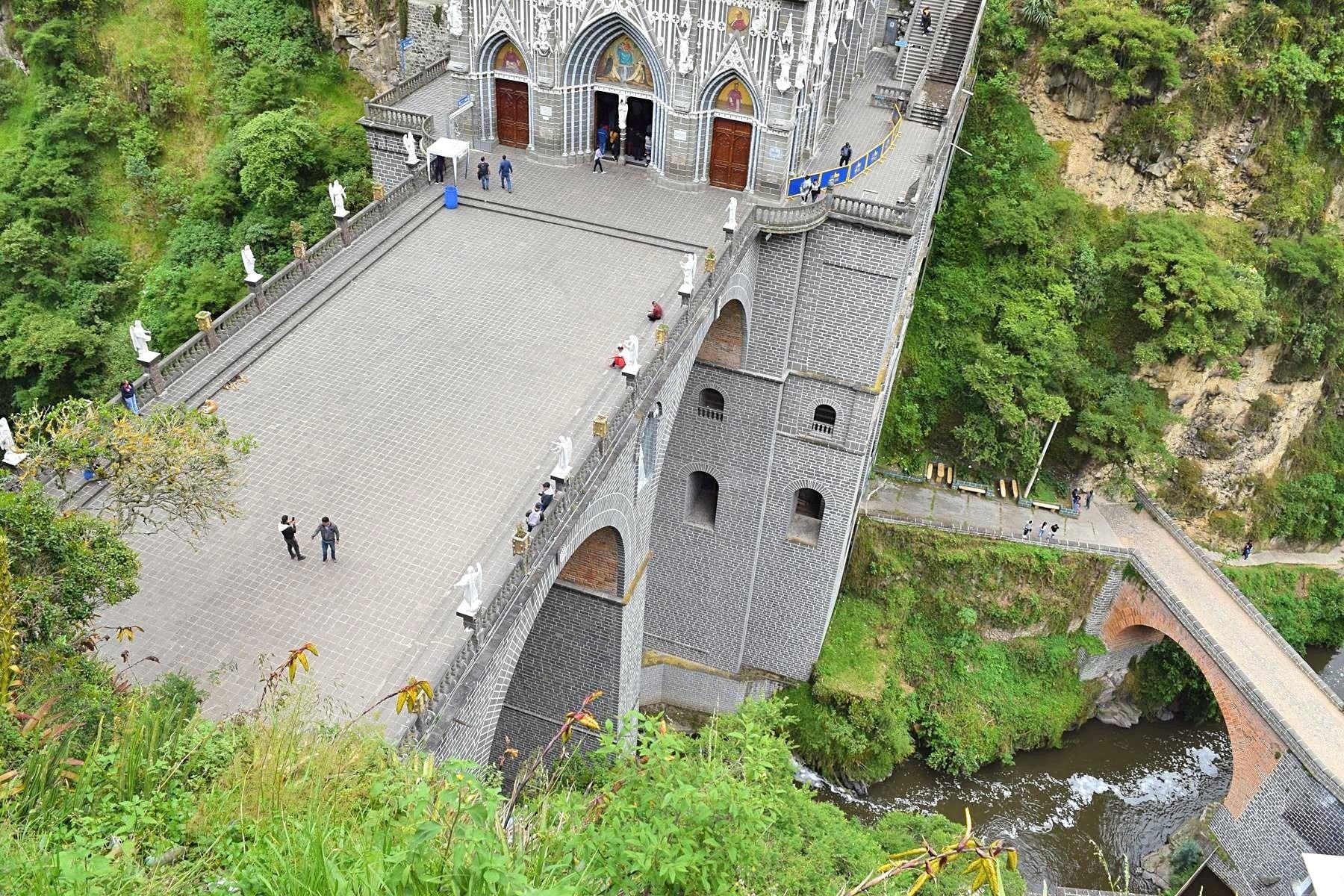 Kerk Las Lajas in Ipiales Colombia grens Ecuador 8