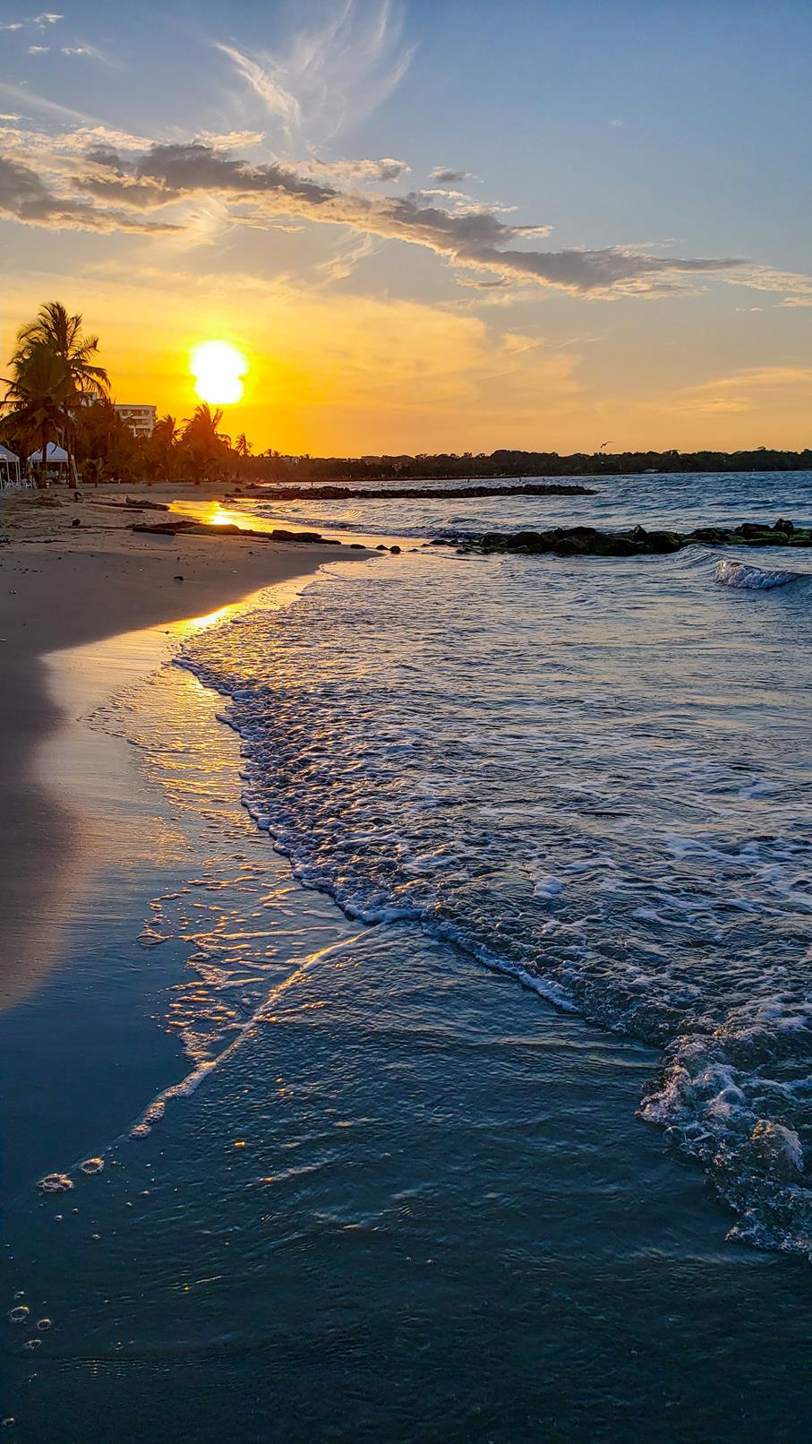 Zonsondergang strand Colombia vakantie